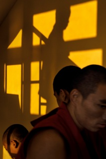 Tobi-Wilkinson_Gyuto-The Ritual Of Learning_Courtesy-Galerie-Thierry-Bigaignon